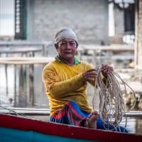 Fischer im Hafen von Haloban