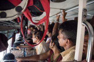 Im überfüllten Bus nach Ella